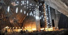全球最大「37層樓深地下城市」住了三千人 宛如科幻世界有足球場、摩天輪…